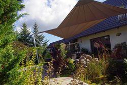 Sonnenschutz für den Gartenteich