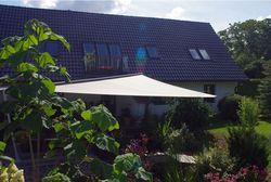 Sonnenschutz am Gartenteich
