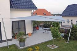 dreieckiges Sonnensegel für Terrasse